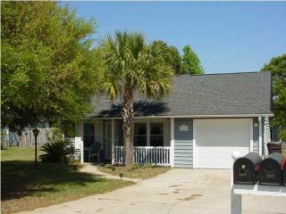 Cute home 3 miles to Isle of Palms - Mount Pleasant vacation rentals