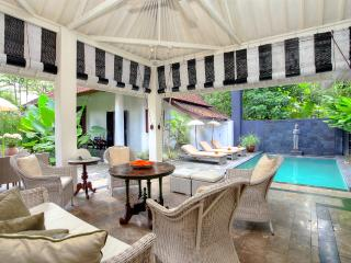 CHARMING 4 BED VILLA WITH RELAXED BALINESE FEEL - Seminyak vacation rentals