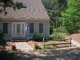 Contemporary Cape- pond path close by- Internet - Wellfleet vacation rentals