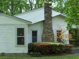Side View of Cottage - Artist Garden Cottage (Unavailable Until Further Notice) - Reading - rentals