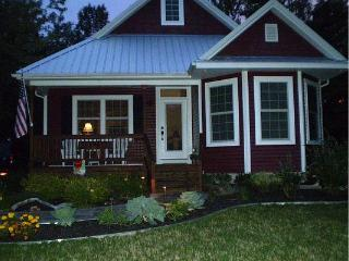 Cute 3 Bed, 3 bath Lake MI cottage in South Haven - South Haven vacation rentals