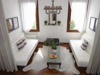Sunny & Stylish Apartment at San Basilio-Dorsoduro - Venice vacation rentals