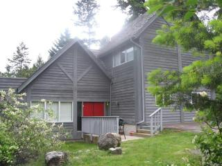 Deep Bay Quality Timber-frame Home - Lakeside vacation rentals