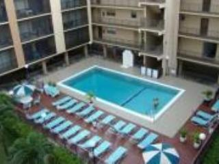 Great Condo, One Block from Sunny Isles Beach - Sunny Isles Beach vacation rentals
