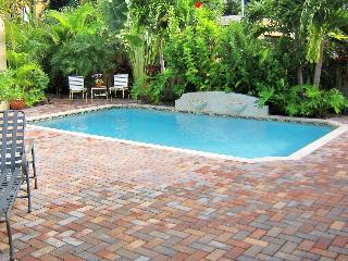Tranquil 1 Bdr - 1 Bth cottage with Pool - One block to Intracoastal - West Palm Beach vacation rentals