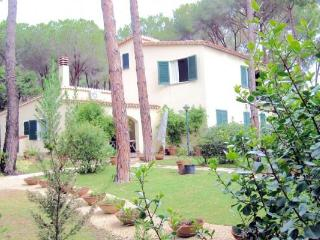 Villa Capelvenere, 7sleeps big garden by the beach - Pula vacation rentals