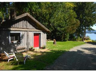 Charming cottage a stone's throw from ocean... - Salt Spring Island vacation rentals