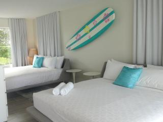 Exquisite 1 Bdrm Suite, one block from the beach! - Fort Lauderdale vacation rentals