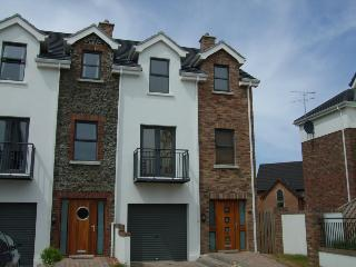 Fab modern 4 bd hse in Portstewart great for kids - Portstewart vacation rentals