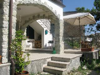 Mountain retreat, perfect walking base. Free Wifi - Civitella Messer Raimondo vacation rentals