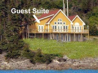 Cranberry Guest Suite - Whiteway vacation rentals