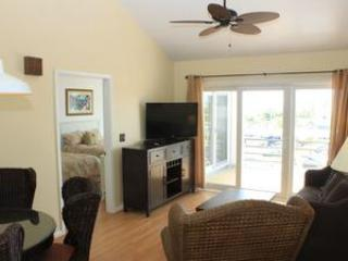 living room - Walk to the beach, golf course or clubhouse! - Seabrook Island - rentals