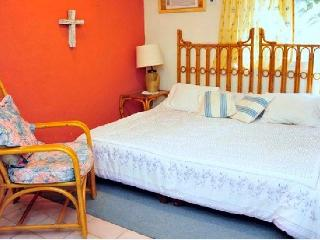 Casa Naranja Bed & Breakfast Cancun - Cancun vacation rentals