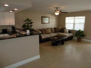 Lakeside Villas, luxury on a budget, tile, granite - Cape Coral vacation rentals