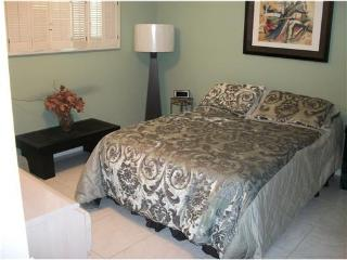 Beautiful Condo in Gated Country Club Community - Lake Worth vacation rentals