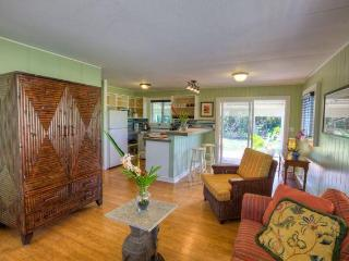 Paia 3 Bedroom Cottage, 5 min walk to beach - Paia vacation rentals