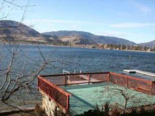 Huge entertainment deck overlooking lake - Spacious 3 bedroom, 2.5 bath home on Okanagan Waterfront! - Okanagan Valley - rentals