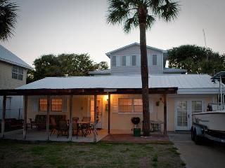 Front Porch Cottage 4 br tons of outdoor space- - Tybee Island vacation rentals