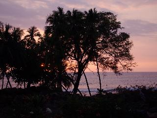 *HONEYMOON PARADISE* OCEANFRONT BEACH HOUSE - Kailua-Kona vacation rentals
