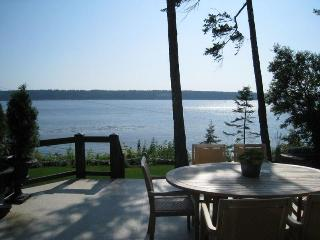 CLIFF HOUSE, Urban Retreat, spectacular ocean view - Campbell River vacation rentals