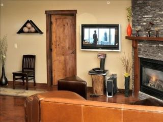 Luxurious 2 Bedroom Pet Friendly Condo - Canmore vacation rentals
