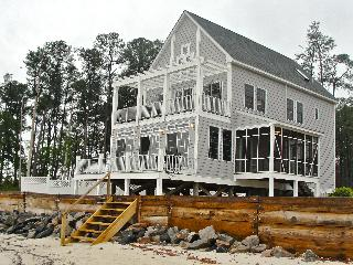 Waterfront beach house- Bay view,hottub,sandybeach - Gloucester vacation rentals