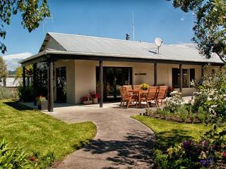 Wine Makers Cottage set in a Vineyard by the sea - Hastings vacation rentals