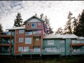 Blackberry Bay 2 Bedroom Townhouse, Tofino - Tofino vacation rentals