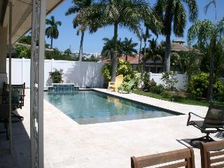 Bright Airy Bungalow near the beach - Pompano Beach vacation rentals