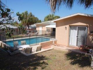 5/3, Solar heated privite Pool ,14 people + - Jensen Beach vacation rentals