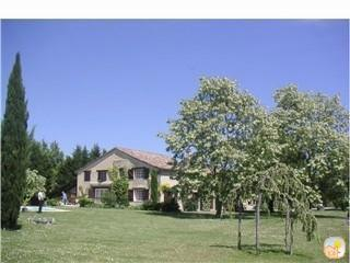 Cottage with lovely views & big solar heated pool - Duras vacation rentals