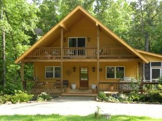 3 BR, 2BA cabin in heart of Pickwick - Pickwick vacation rentals