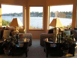 Lake-front 3 bedroom retreat - Ocean Shores vacation rentals