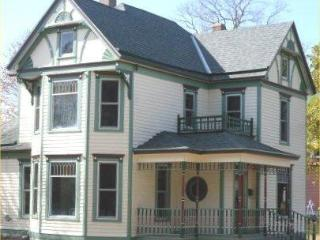 Downey House - Kansas City vacation rentals