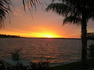 Waterfront Fun in a 2 story home on lake Conroe Tx - Conroe vacation rentals