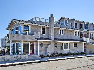Bayfront - Open floor plan right on the water! - Venice Beach vacation rentals