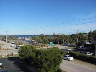 Home Downtown. $199 2 nights all inc. Upper unit. - Cedar Key vacation rentals
