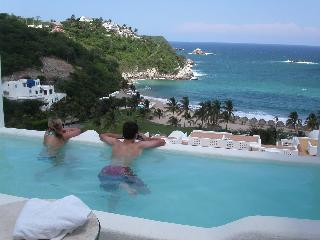 Luxury Oceanfront One Bedroom Condo with Pool - Huatulco vacation rentals