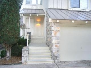 Horseshoe Bay Condo walking distance to Marriott - Horseshoe Bay vacation rentals