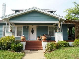 Find Your Peace in Vintage House with Garden - Tarpon Springs vacation rentals