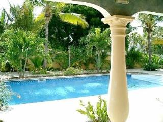 Malmok Villa Bon Bida. Oceanfront, quiet and safe. - Malmok Beach vacation rentals