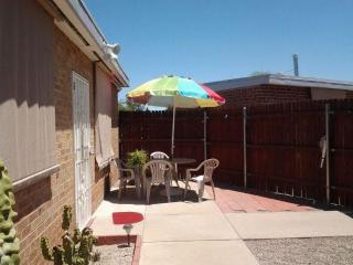 Affordable CLEAN Extended Stay Cottage near U of A - Tucson vacation rentals