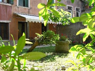 Garden apartment in the heart of Cannaregio - Venice vacation rentals