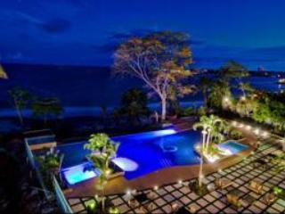 Bahia pool at night - Beach Front 1bdrm, Condo Coronado Beaches, Panama - Coronado - rentals