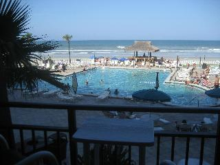 Sun Sea Sand-The Hawaiian Inn remodled 2011 - Daytona Beach Shores vacation rentals