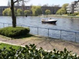 B&B overlooking canal in Amsterdam West NL-AM 077 - Amsterdam vacation rentals
