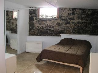 huge bed room with double bed original stone - Gilles