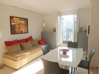 One Bedroom Paris View Pantheon & Eiffel Tower - Paris vacation rentals