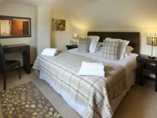 Romantic, stone built 2 bedroom Heather Cottage - Image 1 - Boncath - rentals