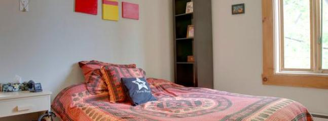 Main bedroom - Amazing Quiet Entire Apartment Heart of Plateau - Montreal - rentals